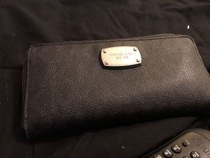 100% Authentic Michael Kors Wallet for Sale in Crofton, MD