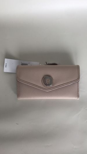 Tommy hilfiger large leather wallet brand new for Sale in Miami Beach, FL