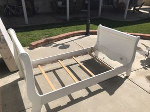 Two twin beds white for Sale in Diamond Bar, CA