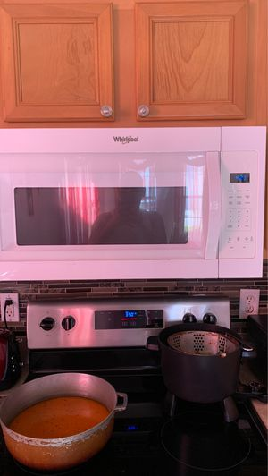 Whirlpool microwave for Sale in Haines City, FL