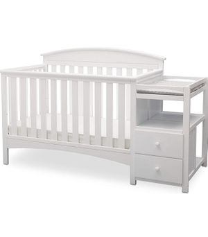 White wooden crib with changing table attached for Sale in Coral Gables, FL
