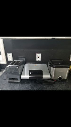 Kitchen appliances. Deep fryer. Toaster and George forman grill for Sale in Glenarden, MD