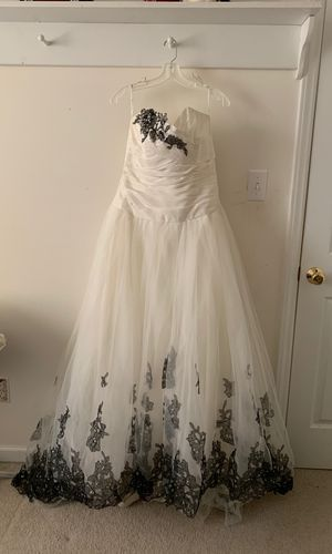 Wedding dress-sz12 for Sale in Fuquay Varina, NC