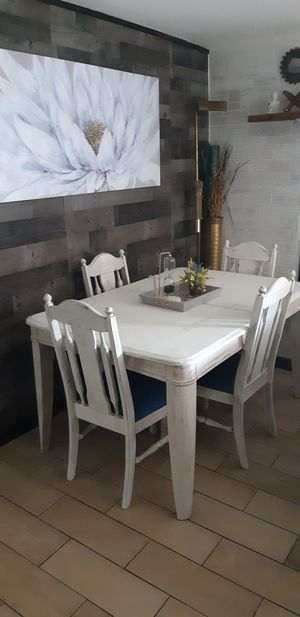 Farmhous table 4 chairs for Sale in Pinellas Park, FL