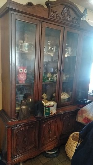 China cabinet for Sale in North Ridgeville, OH