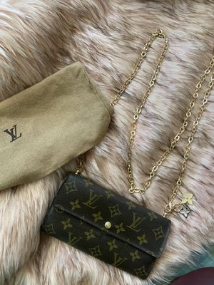 "Louis Vuitton ""Sarah"" Wallet with free attachments for Sale in Englewood, CO"