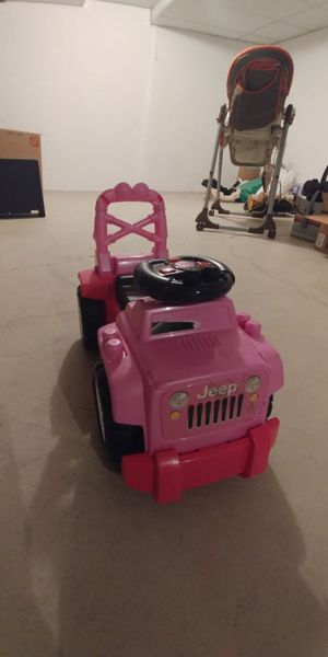 Pink jeep toy car ride for kids for Sale in Dearborn, MI