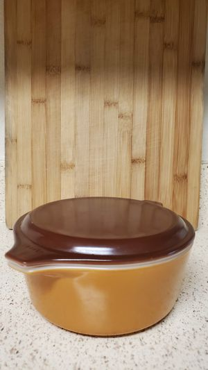 Vintage Pyrex Bakeware Butterscotch 472 Casserole Dish With Lid 1.5 PT Made in USA for Sale in Orlando, FL