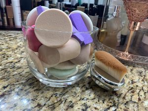 Makeup spongues/makeup brush with handle for Sale in Woodinville, WA