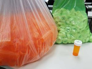 250 Pill bottles with lids (NEW) for Sale in Scottsdale, AZ