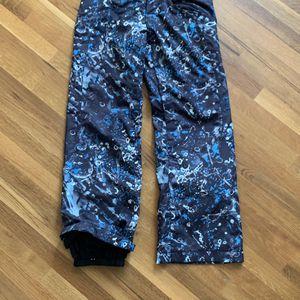 Oakley Women's Snowboarding/Skiing Pants for Sale in Lake Stevens, WA