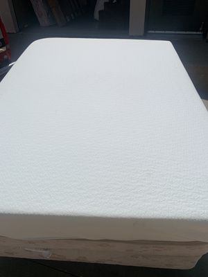 Full size memory foam bed complete for Sale in Wichita, KS