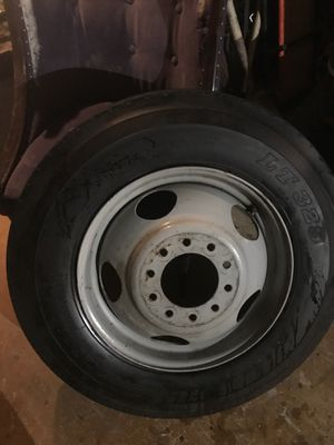 Wheel and Tire 8R19.5 for Sale in Las Vegas, NV