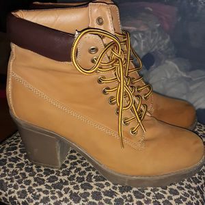 High Heel Work Boots Size 8 for Sale in West Haven, CT