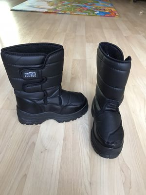 Brand New: Kid Snow Boot size 4 for Sale in Rosemead, CA