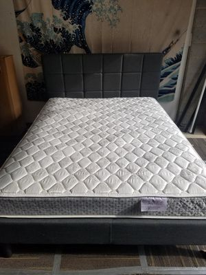 Queen size mattress and platform bed for Sale in Raleigh, NC