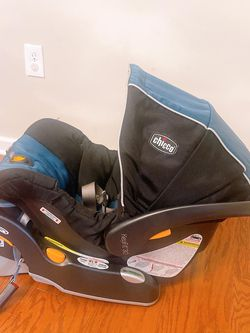 Chicco Infant Car Seat With 2 Base for Sale in Hasbrouck Heights,  NJ