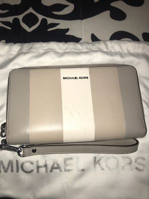 Michael Kors Wristlet for Sale in Mundelein, IL