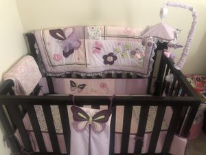 Buy buy baby crib, comes w/comforter, bumper, mattress and music carousel. for Sale in Riverside, CA