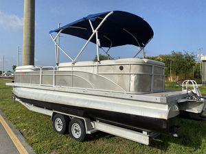 25 bennington pontoon boat hull for Sale in Hollywood, FL