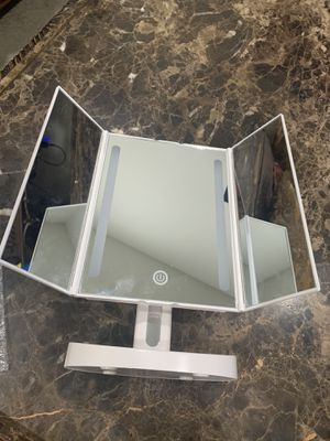 Makeup Vanity Mirror with Lights for Sale in Chino, CA