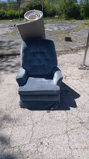 Recliner chair for Sale in St. Louis, MO
