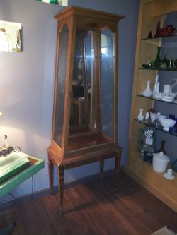 Antique Display Case with Glass Shelves for Sale in Florissant,  MO