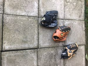 Youth Baseball Gloves for Sale in Moon, PA