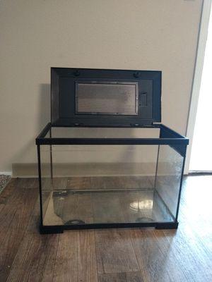 Reptile aquarium with locking lid for Sale in Edgewood, WA