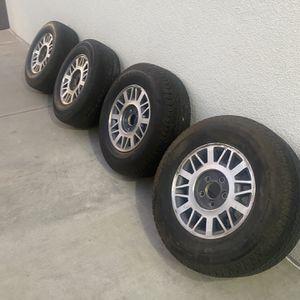Set De 4 Yantas Con Rines Size 235/70R15 Con 60% for Sale in Long Beach, CA