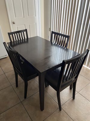 Table and chairs for Sale in Nuevo, CA