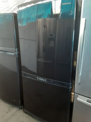 $399 Samsung black gloss finish bottom freezer fridge includes delivery in the San Fernando Valley a warranty and installation for Sale in Los Angeles, CA