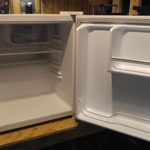 Haier mini fridge for Sale in Murray, UT