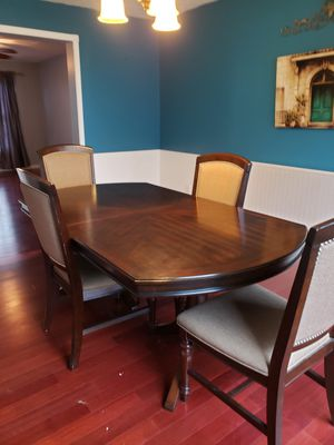 Dining room set for Sale in Bloomington, IL