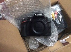 Nikon D7500 DSLR with 18-200 lens for Sale in Tampa, FL