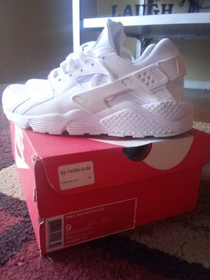 ALL WHITE NIKE HUARRACHE MENS 9 for Sale in Springdale, AR
