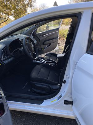 2018 Hyundai Elantra SE LOW MILAGE One Owner Non Smoker Clean Title for Sale in Hillsboro, OR