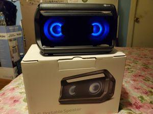 Speaker LG bluetooth tiene buen sonido for Sale in Los Angeles, CA