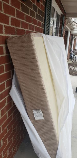 Queen Box Spring w/cover for Sale in CHRISTIANSBRG, VA