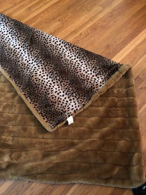 FAUX FUR SOFA THROW BLANKET DOUBLE SIDED for Sale in Los Angeles, CA