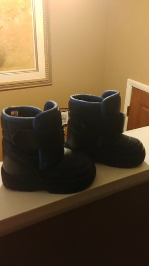 Toddlers snow boots - boys size 5 for Sale in Clarksburg, MD
