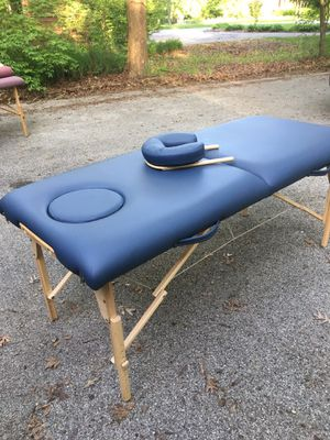 Earthlite spirit massage table for Sale in West Chicago, IL