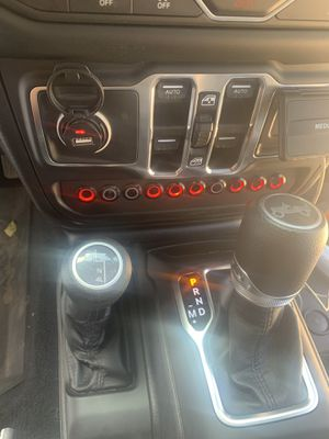 S-Tech Switch Systems for Jeep JL or JLU console non rubicon model for Sale in Westlake, MD