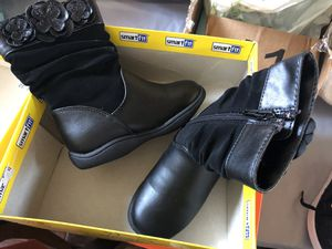 Girl boots for Sale in Rancho Cucamonga, CA