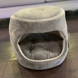 Cute new all in one CAT BED! ❤️ or small dog! Perfect for your kitten/puppy or small dog/cat! Comfy cute home pet bed cave enclosed house for Sale in Irvine, CA