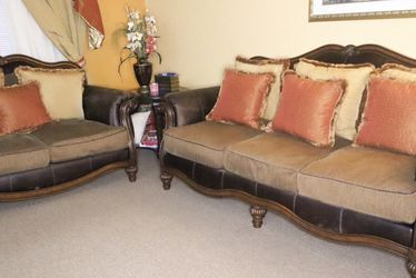 Winnsboro sofa set | Antique sofa and loveseat set | antique living room set | brown living room set for Sale in Boston,  MA