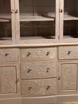Kentucky Hand Carved Hutch for Sale in Lynnwood,  WA