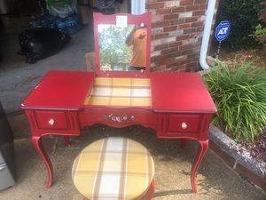 Beautiful Vanity Desk with Stool for Sale in Virginia Beach, VA