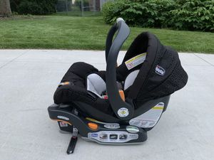 Chicco keyfit infant car seat and base for Sale in Naperville, IL