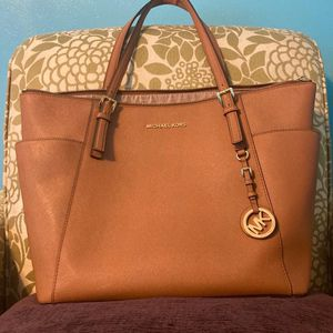 Michael Kors Jet Set East West Top Zip Tote Bag for Sale in Cayce, SC